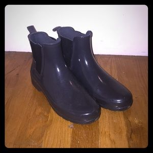 Refined Gloss Hunter Chelsea Rainboots, size 6